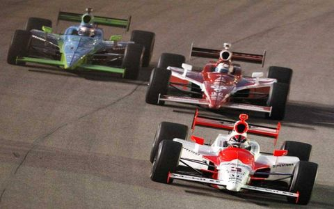 Helio Castroneves battles Scott Dixon and Ryan Hunter-Reay in early duel