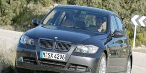 Motor vehicle, Tire, Automotive mirror, Road, Mode of transport, Automotive design, Transport, Vehicle, Vehicle registration plate, Land vehicle,