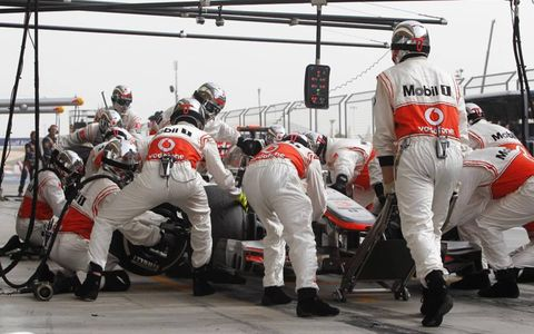 2012 Bahrain Grand Prix: Jenson Button, McLaren MP4-27 Mercedes, in the pits.
