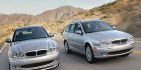 Motor vehicle, Mode of transport, Automotive mirror, Automotive design, Vehicle, Transport, Hood, Land vehicle, Road, Automotive exterior,