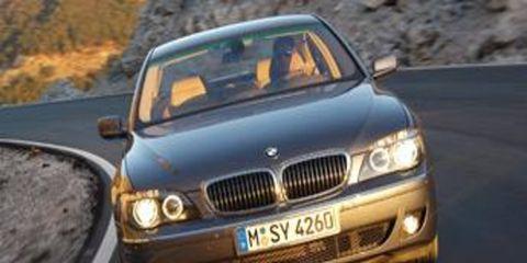 Motor vehicle, Automotive mirror, Mode of transport, Vehicle registration plate, Automotive design, Automotive exterior, Vehicle, Transport, Yellow, Road,
