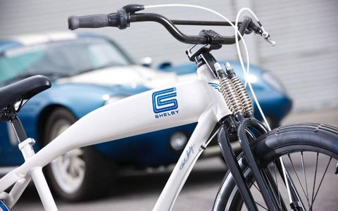 Blue, Bicycle accessory, Transport, Bicycle handlebar, Bicycle wheel rim, Rim, Bicycle, Fender, Automotive tire, Bicycle stem,