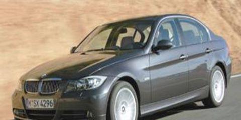 Tire, Motor vehicle, Mode of transport, Wheel, Automotive design, Transport, Daytime, Vehicle, Road, Land vehicle,