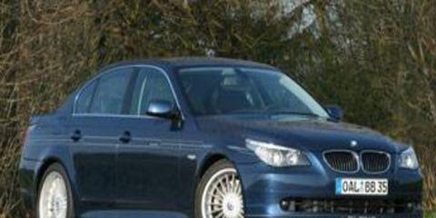 Tire, Wheel, Mode of transport, Automotive design, Automotive tire, Vehicle, Transport, Alloy wheel, Rim, Car,