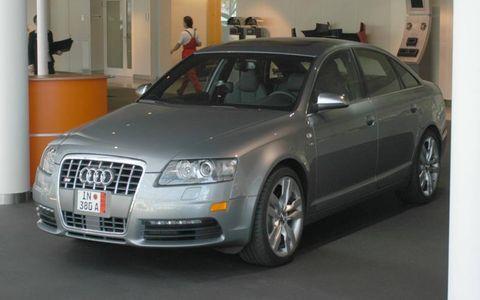 Tire, Wheel, Automotive design, Vehicle, Headlamp, Car, Audi, Glass, Hood, Grille,