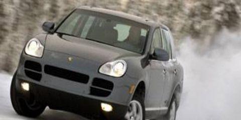 Tire, Motor vehicle, Wheel, Mode of transport, Automotive design, Automotive mirror, Vehicle, Land vehicle, Transport, Hood,