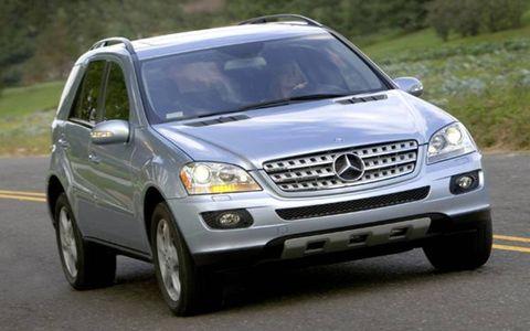 Tire, Motor vehicle, Wheel, Automotive mirror, Vehicle, Automotive tire, Transport, Land vehicle, Road, Automotive parking light,