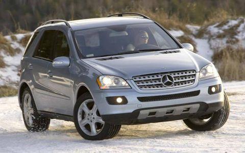 Tire, Wheel, Motor vehicle, Automotive mirror, Automotive tire, Mode of transport, Vehicle, Transport, Automotive design, Land vehicle,