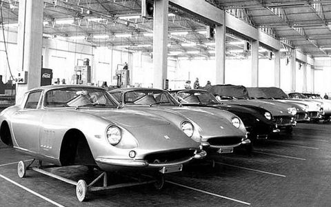 The shift towards relative mass-production tested the capacity of Ferrari's Old World style production facilities. Here, 275 variants (bodied by Scaglietti and Pininfarina) await assembly.