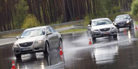 Wheel, Mode of transport, Vehicle, Land vehicle, Infrastructure, Transport, Automotive design, Car, Automotive lighting, Mid-size car,