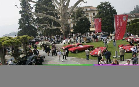 Motor vehicle, Classic car, Crowd, Antique car, Luxury vehicle, Performance car, Pedestrian, Sports car, Vintage car, Race car,