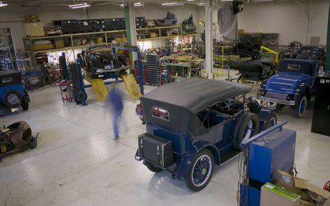 Motor vehicle, Automotive design, Automotive tire, Automotive exterior, Automotive wheel system, Fender, Machine, Auto part, Antique car, Classic car,