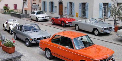 Tire, Wheel, Mode of transport, Land vehicle, Vehicle, Automotive parking light, Car, Classic car, Alloy wheel, Personal luxury car,