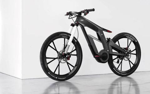Bicycle tire, Bicycle wheel, Bicycle wheel rim, Bicycle part, Bicycle fork, Spoke, Rim, Bicycle accessory, Bicycle drivetrain part, Crankset,