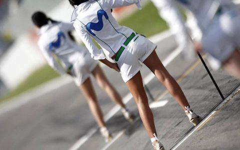 Human leg, Active shorts, Shorts, Calf, Knee, Athletic shoe, Thigh, Trunks, Bermuda shorts, Sneakers,