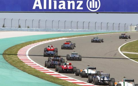 The field makes its way around Istanbul Park during lap one. Photo by: Glenn Dunbar LAT Photographic