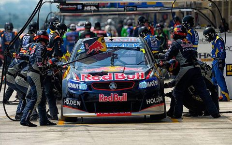 Vehicle, Motorsport, Race track, Car, Sports car racing, Touring car racing, Helmet, Racing, Auto racing, Race car,