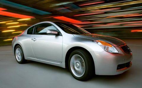 Motor vehicle, Tire, Wheel, Mode of transport, Automotive design, Vehicle, Automotive mirror, Automotive lighting, Glass, Headlamp,