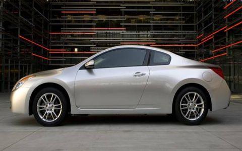 Wheel, Tire, Mode of transport, Automotive design, Vehicle, Rim, Car, Alloy wheel, Fender, Automotive lighting,
