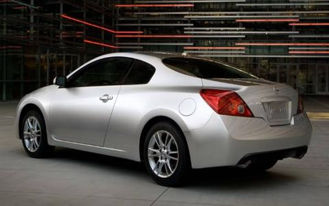 Tire, Wheel, Mode of transport, Automotive design, Vehicle, Automotive lighting, Car, Rim, Fender, Alloy wheel,