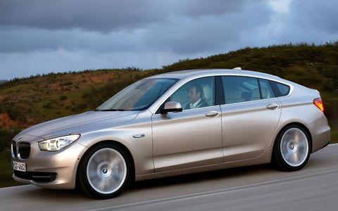 Tire, Wheel, Mode of transport, Automotive design, Vehicle, Transport, Alloy wheel, Rim, Automotive tire, Car,