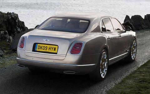 Mode of transport, Vehicle, Vehicle registration plate, Transport, Car, Bentley, Rim, Alloy wheel, Bentley mulsanne, Automotive parking light,