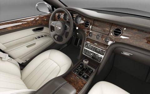 Motor vehicle, Steering part, Steering wheel, Brown, Center console, Vehicle audio, White, Vehicle door, Car seat, Car,