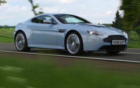 Tire, Wheel, Mode of transport, Automotive design, Vehicle, Rim, Land vehicle, Automotive tire, Transport, Alloy wheel,