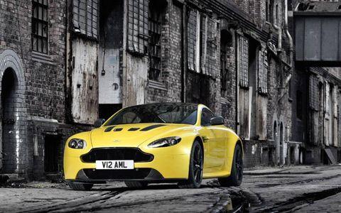 Motor vehicle, Tire, Automotive design, Mode of transport, Automotive mirror, Vehicle, Yellow, Automotive lighting, Headlamp, Automotive parking light,