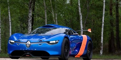 To build the Alpine chassis, engineers from Tork Engineering stiffened and further developed the Mégane Trophy platform, adding a roll cage and bracing in the engine bay.