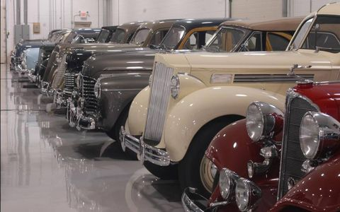 Motor vehicle, Tire, Mode of transport, Automotive design, Vehicle, Land vehicle, Automotive lighting, Classic car, Headlamp, Classic,
