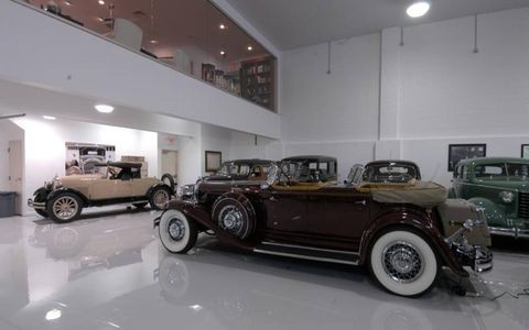 Tire, Wheel, Automotive design, Vehicle, Lighting, Land vehicle, Classic car, Car, Classic, Antique car,
