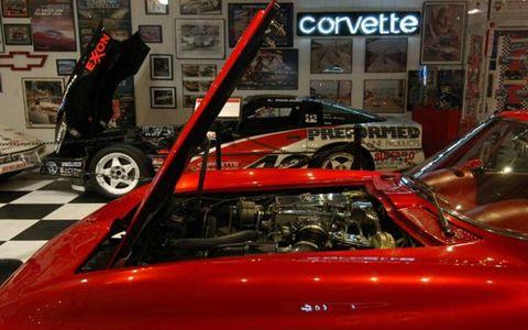 Motor vehicle, Vehicle, Automotive design, Personal luxury car, Auto show, Performance car, Exhibition, Hood, Windshield, Vehicle door,