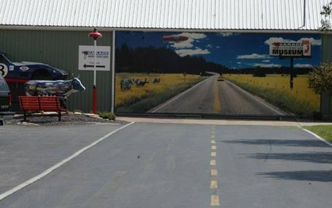 Road, Road surface, Asphalt, Infrastructure, Lane, Line, Public space, Thoroughfare, Highway, Signage,