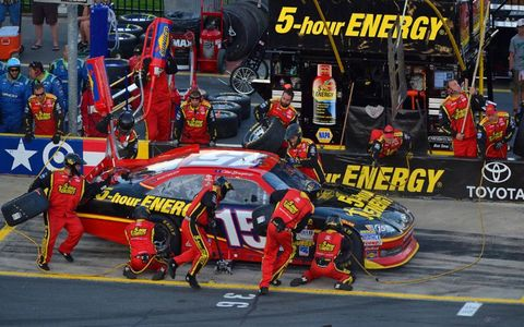 2012 NASCAR Charlotte: Clint Bowyer pitstop