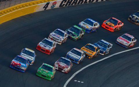 2012 NASCAR Charlotte: Kasey Kahne and Kyle Busch pace a restart