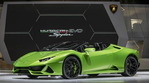 Lamborghini's latest -- the Huracan Evo -- is finally joined by its open-air Spyder variant.