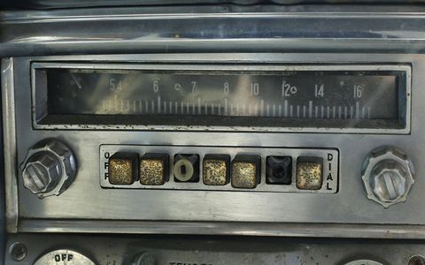 1954 Chrysler Windsor radio with CONELRAD frequency indicators