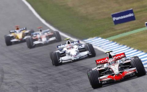 Heikki Kovalainen, McLaren MP4-23 Mercedes, 5th position, leads Robert Kubica, BMW Sauber F1.08, 7th position, Jarno Trulli, Toyota TF108, 9th position, Fernando Alonso, Renault R28, 11th position, Kimi Raikkonen, Ferrari F2008, 6th position, and Sebastian Vettel, Toro Rosso STR03 Ferrari, 8th position.