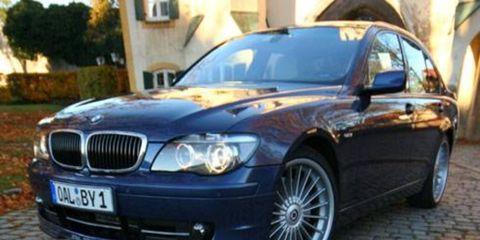 Mode of transport, Vehicle, Automotive design, Hood, Car, Rim, Automotive exterior, Alloy wheel, Automotive mirror, Automotive lighting,