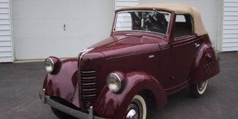 Motor vehicle, Tire, Automotive design, Mode of transport, Vehicle, Vehicle door, Photograph, Classic car, Glass, Car,