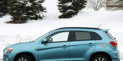 Tire, Wheel, Motor vehicle, Automotive mirror, Automotive design, Automotive tire, Vehicle, Land vehicle, Glass, Automotive lighting,
