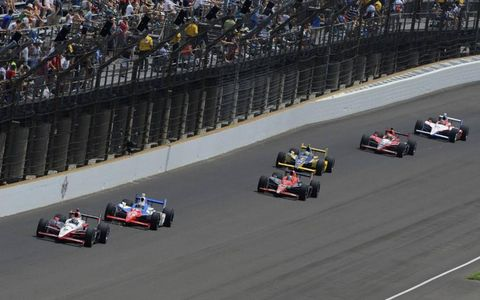 Ryan Briscoe leads Graham Rahal, Marco Andretti, Ana Beatriz, Justin Wilson and Alex Lloyd. Photo by: F. Peirce Williams LAT Photographic
