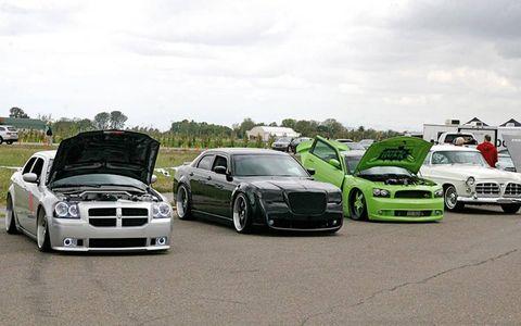 Tire, Wheel, Motor vehicle, Automotive design, Vehicle, Land vehicle, Hood, Alloy wheel, Grille, Rim,