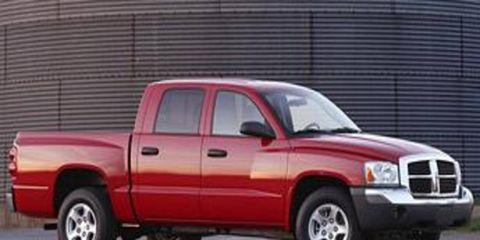 Tire, Wheel, Motor vehicle, Mode of transport, Automotive tire, Vehicle, Transport, Automotive design, Automotive parking light, Automotive mirror,