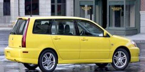Tire, Wheel, Motor vehicle, Mode of transport, Automotive design, Vehicle, Yellow, Land vehicle, Window, Transport,
