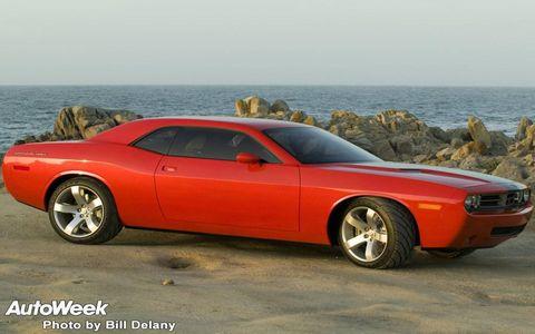 Tire, Motor vehicle, Wheel, Automotive tire, Automotive design, Vehicle, Land vehicle, Hood, Rim, Alloy wheel,