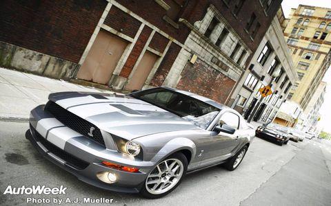 Motor vehicle, Tire, Automotive design, Automotive tire, Vehicle, Automotive lighting, Land vehicle, Headlamp, Hood, Road,