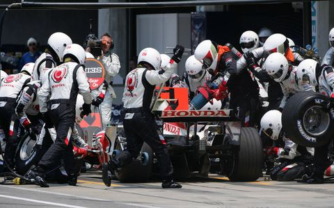 2006 US Grand Prix - Rubens Barrichello, Honda RA106, 6th position, pitstop