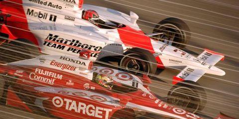 2006 Homestead - Dan Wheldon pulls ahead of Helio Castroneves
